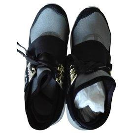Adidas-Sneakers-Grey