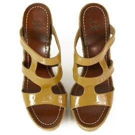 Christian Louboutin-CHRISTIAN LOUBOUTIN Chaussures compensées en cuir verni beige espadrilles Salamanca sz 37-Beige