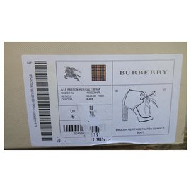 Burberry-Burberry boots model English Heritage Paston p39-Black