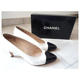 Chanel-Chanel Pumps-Black,White