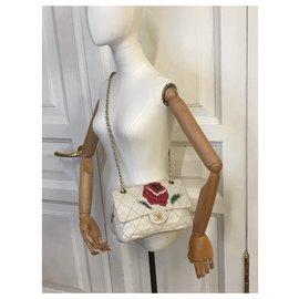 Chanel-Ecusson intemporel Medum Flap Bag Flower Patch-Crème