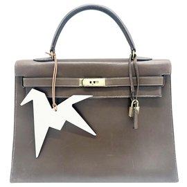 Hermès-Hermès model Kelly handbags 35 saddlebag in brown box leather-Light brown