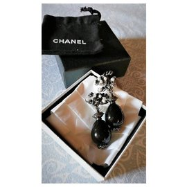 Chanel-Scalloped Silver Earrings and C / C Logo / Pearl Onyx in Olive Shape.-Black
