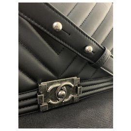 Chanel-CHANEL BOY CHEVRON MEDIUM BLACK-Black