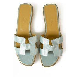 Hermès-Hermes light Blue Leather Oran Flat Sandals Size 8/38.5 H cutout-Light blue