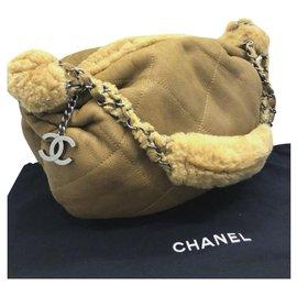 Chanel-Sac porté épaule en cuir retourné Chanel-Beige