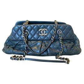 Chanel-Chanel black lambskin handbag-Black