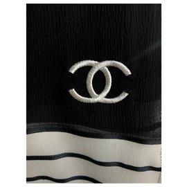 Chanel-Echarpes-Noir