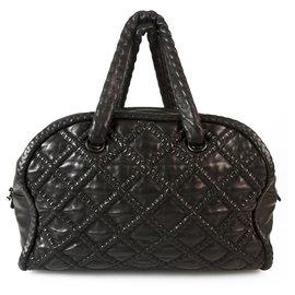 Chanel-Grand sac bowling en cuir noir style bohème CHANEL, chaîne à l'intérieur des poignées en cuir-Noir