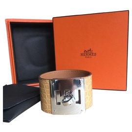 Hermès-Stunning Hermès Kelly dog bracelet,  shiny alligator, neuf-Beige
