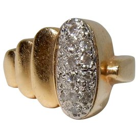 Autre Marque-Gold and diamond signet ring-Golden