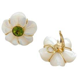 """inconnue-Boucles d'oreilles """"Fleurs"""" en or jaune, nacre et péridots.-Autre"""