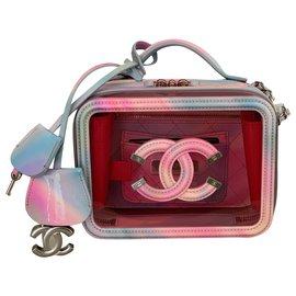 Chanel-Petite trousse de toilette en PVC rose avec cuir verni arc-en-ciel-Rose