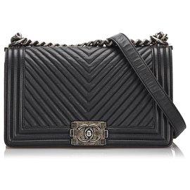 Chanel-Chanel Black Chevron Leder Medium Boy Flap Bag-Schwarz