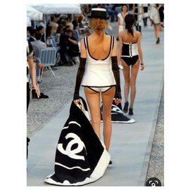 Chanel-serviette Chanel neuf-Noir,Beige