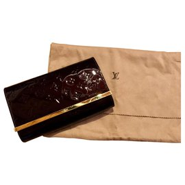 Louis Vuitton-Louis Vuitton evening bag in patent leather-Dark red