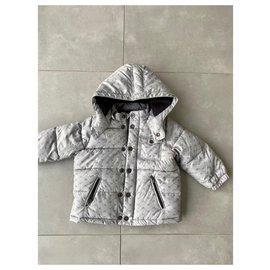 Armani-Outfits-Grau