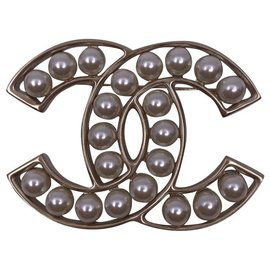 Chanel-Brooch with Chanel pearls 2019-Silvery