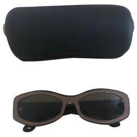 Chanel-Des lunettes de soleil-Marron clair