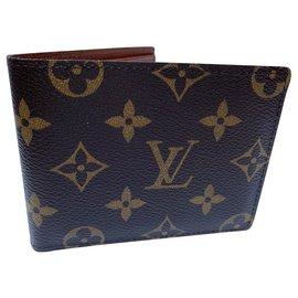 Louis Vuitton-Louis Vuitton, Classic monogram wallet. Chic and useful gift-Other