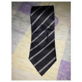 Giorgio Armani-Giorgio Armani Cravatte - Cravate traditionnelle en jacquard de soie rayé bleu foncé-Bleu foncé