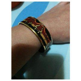 Hermès-Magnifique Bracelet Hermès en Plaqué Or 18 carats et Émail motifs Lyre-Multicolore