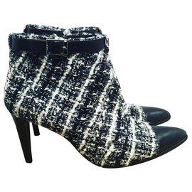 Chanel-Botas de tornozelo-Preto,Branco
