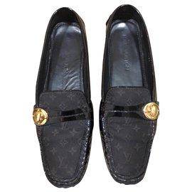 Louis Vuitton-Moccasins-Black