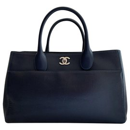 Chanel-Executive caviar leather handbag-Dark blue
