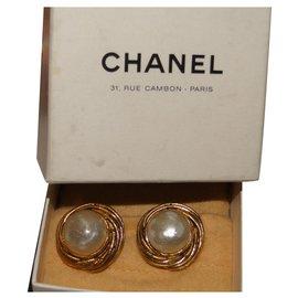 Chanel-Clips d'oreilles CHANEL bouton nacré-Doré