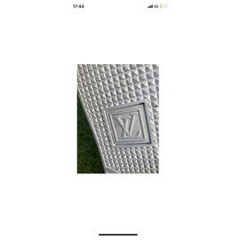 Louis Vuitton-FrontRow-Blanc