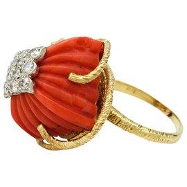 inconnue-Bague en or jaune, platine, corail et diamants.-Autre