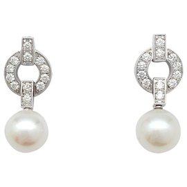 """Cartier-Boucles d'oreilles Cartier, """"Himalia"""", or blanc, diamants et perles.-Autre"""