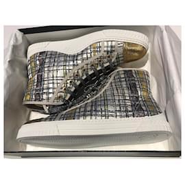 Chanel-CHANEL BASKETS EN TWEED MULTICOULEURS TAILLE 41 . PARFAIT ÉTAT , JAMAIS PORTÉES-Multicolore