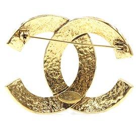 Chanel-Chanel CC Timeless Interlocking Oversized Gold Hardware Brooch-Golden