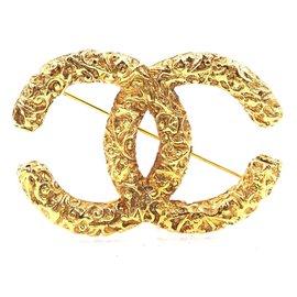 Chanel-Chanel Gold CC Textured Hardware Brooch-Golden