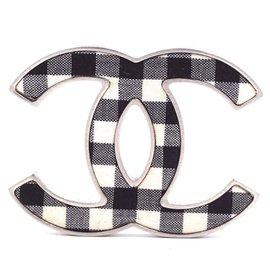 Chanel-Chanel Preto Branco Guingão CC Broche-Multicor