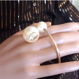 Chanel-Chanel Gold Creamy CC Pearl Cuff Celebrity Bracelet-Golden