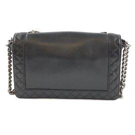 Chanel-Chanel Boy Le Cc Flap Enchained Medium Black Ruthenium Hardware cuir de veau Cuir-Noir