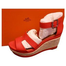 Hermès-Ilana compensates-Red