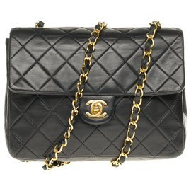 Chanel-Superb Chanel Mini Timeless in quilted lambskin with golden jewelry-Black