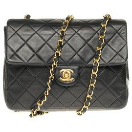 Chanel-Superbe Chanel Mini Timeless en cuir d'agneau matelassé avec bijouterie dorée-Noir