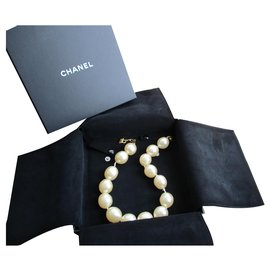 Chanel-Collar size, Beads.-Eggshell