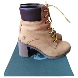 Timberland-Boots-Yellow