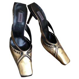 Karl Lagerfeld-Golden with black leather pumps from Karl Lagerfeld-Golden