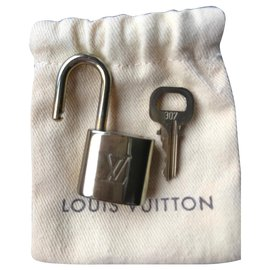 Louis Vuitton-Louis Vuitton Lock with key 307-Golden