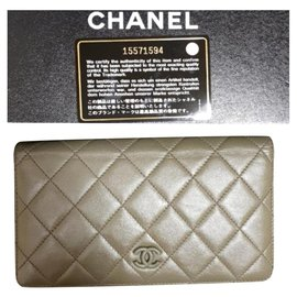 Chanel-Chanel olive green Yen lambskin wallet-Olive green
