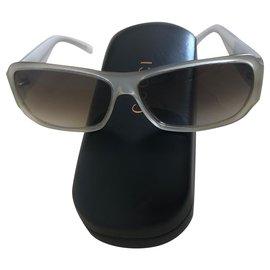 Gucci-Des lunettes de soleil-Beige