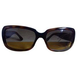 Fendi-Des lunettes de soleil-Marron