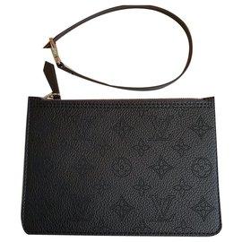 Louis Vuitton-Mahina clutch black-Black